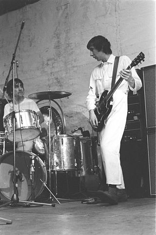 14 Feb. 1970, Leeds University, stage setup of Pete's rig, one customised Hiwatt DR103 and two CP103 amps with four Hiwatt 4×12 cabs. Guitar is SG Special.